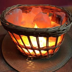 Lampa sa himalajskim grumenjem PLETENA KORPA