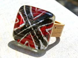 Poze Inel din lemn si sticla fuzionata; Inel eco frendly din lemn; Inel exclusivist din lemn si sticla; Inel peisaj in sticla de purtat pe deget;Inel din sticla si lemn unicat;Inel autentic din lemn; Inel artistic din lemn