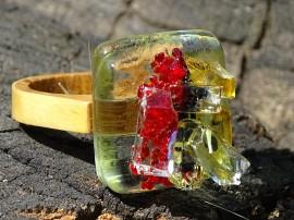 Poze R17057;Inel din lemn si sticla fuzionata; Inel eco frendly din lemn; Inel exclusivist din lemn si sticla; Inel peisaj in sticla de purtat pe deget;Inel din sticla si lemn unicat;Inel autentic din lemn; Inel artistic din lemn