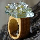 R17019;Inel din lemn si sticla fuzionata; Inel eco frendly din lemn; Inel exclusivist din lemn si sticla; Inel peisaj in sticla de purtat pe deget;Inel din sticla si lemn unicat; Sculptural wooden ring
