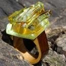 R17100;Inel din lemn si sticla fuzionata; Inel eco frendly din lemn; Inel exclusivist din lemn si sticla; Inel peisaj in sticla de purtat pe deget;Inel din sticla si lemn unicat; Sculptural wooden ring