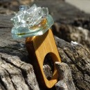 R17103;Inel din lemn si sticla fuzionata; Inel eco frendly din lemn; Inel exclusivist din lemn si sticla; Inel peisaj in sticla de purtat pe deget;Inel din sticla si lemn unicat; Sculptural wooden ring