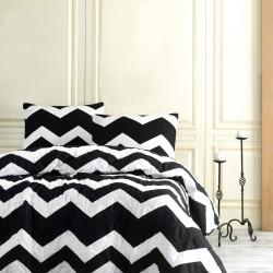 Set cuvertura de pat dubla matlasata, EnLora Home, BigZigzag, Black White, 3 piese, 65% bumbac, 35% poliester, alb/negru