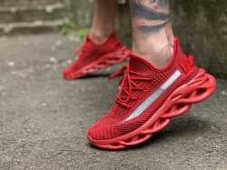 Adidasi Red BOOST