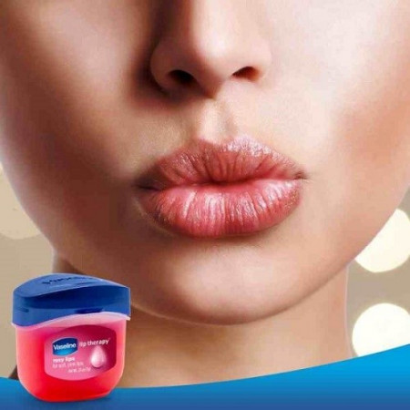 Slika Vaseline Therapy popularna američka krema za usne