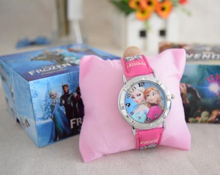 Dečiji ručni satovi za devojčice u poklon kutiji sa omiljenim junacima - Maša i Medved