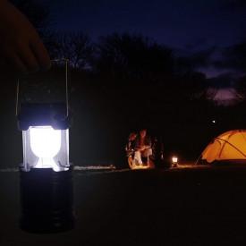 Kamperski led fenjer punjiv na solarnu energiju, USB, baterije ili struju