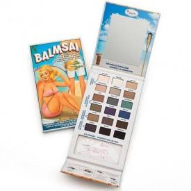 The Balm Balmsai paleta od 18 senki i dva šablona za precizno iscrtavanje obrva, ajlajnera i senčenje oka