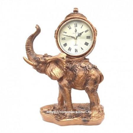Elefant cu ceas simbol de noroc