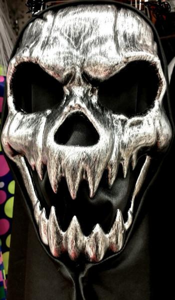 Masca in forma  cap de schelet cu dinti ascutiti si gluga