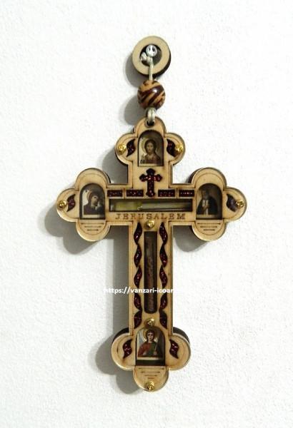 Cruce din lemn pentru perete cu iconite si mir