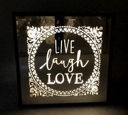 Oglinda cu led si mesaj live laught love