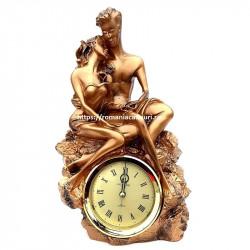 Statueta rasina indragostiti cu ceas