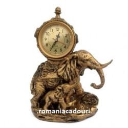 Statueta elefant cu pui din rasina cu ceas