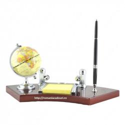Set birou din lemn elegant cu pix,ceas si globulet geografic