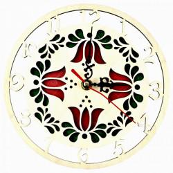 Ceas ornamental realizat din lemn pentru perete