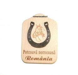 Potcoavă norocoasă din lemn - România