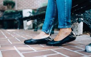 Pregateste-te de vara comandand pantofi cu toc in culori indraznete!