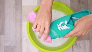 Curatarea pantofilor in 5 pasi simpli