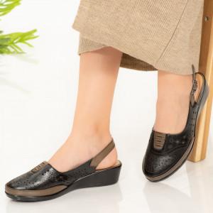 Черни сандали Doka