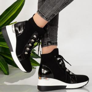 Μαύρες γυναικείες μπότες