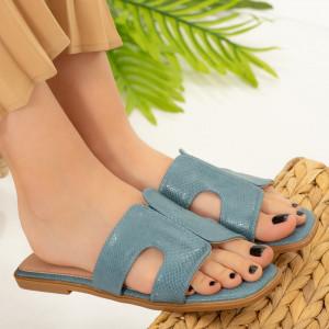 Посолете сини чехли