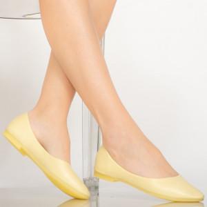 Pár sárga alkalmi cipő