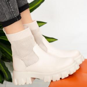 Λευκές μπότες Lady Godu