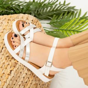 Div бели дамски сандали