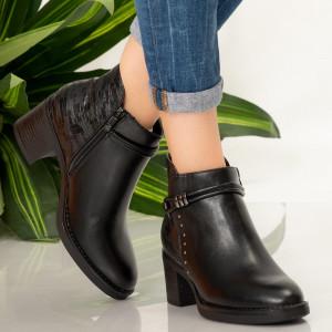 Yro black fur boots