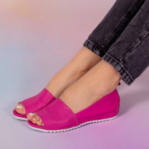 Заложете на кожени сандали от фуксия