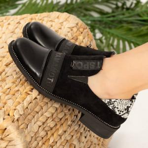 Fiú fekete hölgy cipő