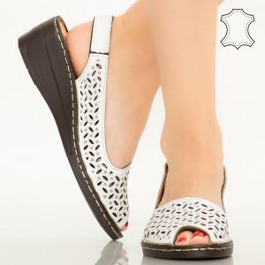 Бели сандали от естествена кожа Goy