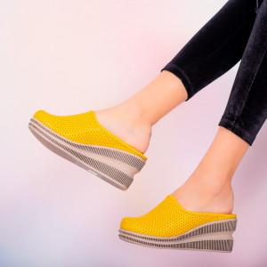 Papuci piele naturala Movis galbeni