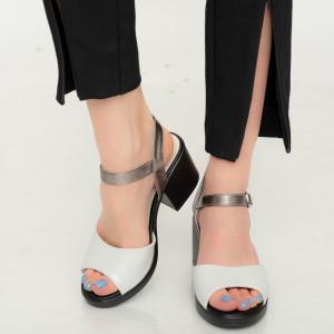 Задни бели дамски сандали