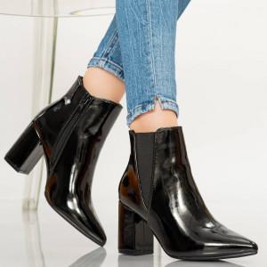 Γυναικείες μπότες αστραγάλων μαύρων κατασκόπων