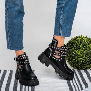 Lady Roks black boots