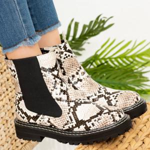 Szőrme cipők Használjon kígyót
