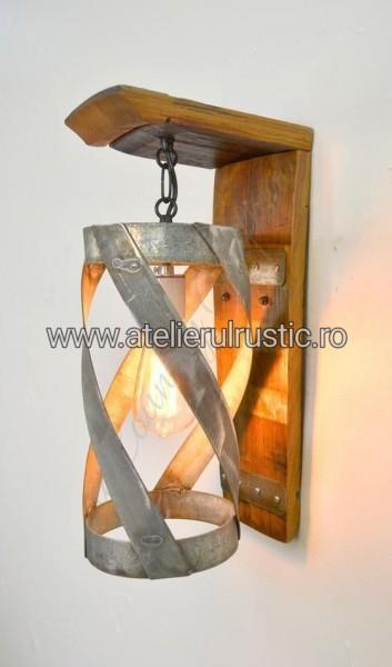 Lustra din lemn masiv