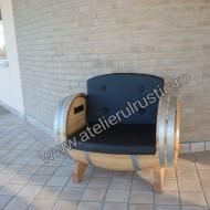 Masă  cu  2 canapele