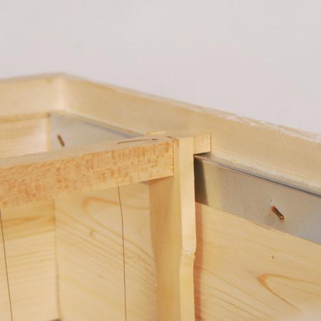 Detaliu-magazie-rame-stup-albine