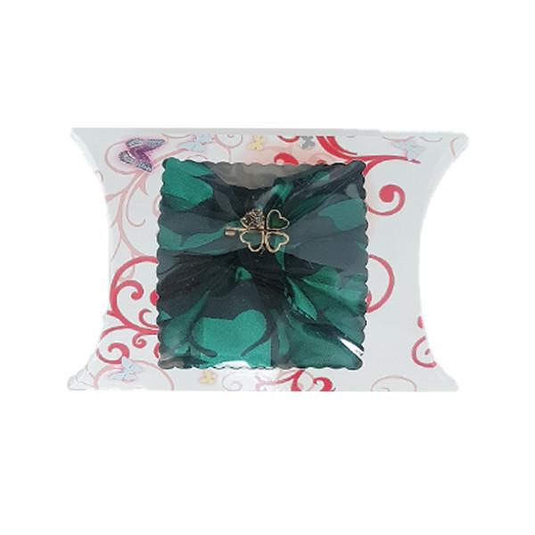 Martisor esarfa de matase, imprimeu floral verde, accesorizata cu brosa trifoi