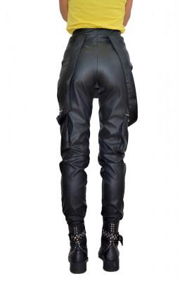 Pantaloni tip salopeta din piele Eco