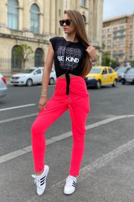 Compleu Gemina pantaloni cu bretele si tricou roz-negru