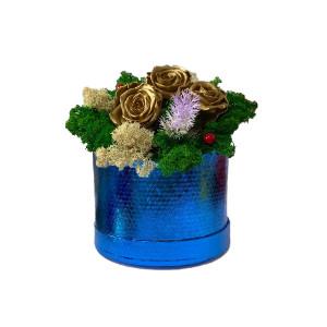 Aranjament Floral cu 3 trandafiri criogenati pe pat de licheni naturali stabilizati