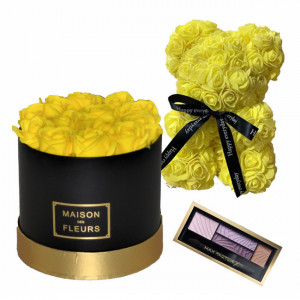 Set Cadou Aranjament floral cutie rotunda neagra cu trandafiri galbeni de sapun, Ursulet floral Galben 25cm si Paleta fard