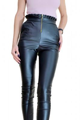 Pantaloni de piele cu fermoar in fata si pliseuri in talie, negri