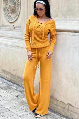 Compleu galben dama tricotat cu bluza petrecuta si pantalon evazat