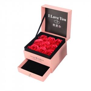 Cutie tip sertar, cu trandafiri, felicitare si punga de cadou, rose