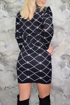 Rochie pulover neagra cu model alb